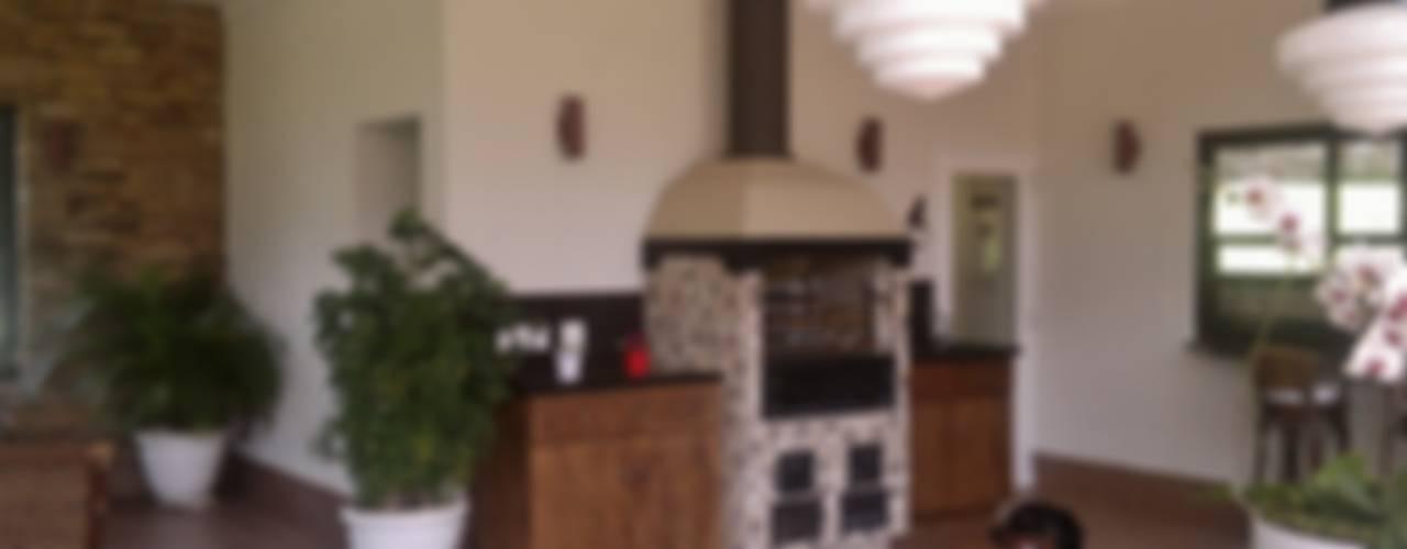 Кухни в . Автор – Kika Prata Arquitetura e Interiores.