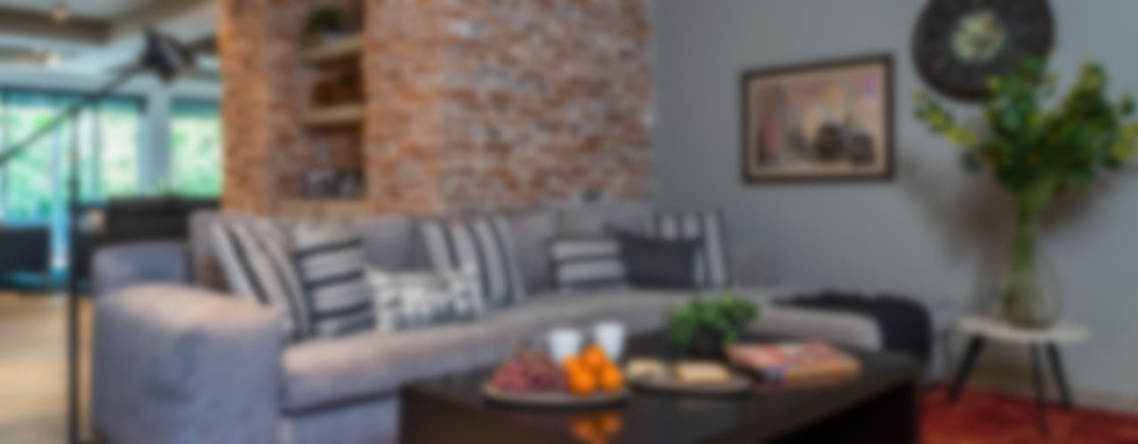 industrial Media room by MARIANGEL COGHLAN