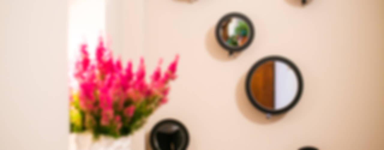 Aranżacja korytarza pod klucz : styl , w kategorii Korytarz, przedpokój zaprojektowany przez Anna Buczny PROJEKTOWANIE WNĘTRZ,Klasyczny