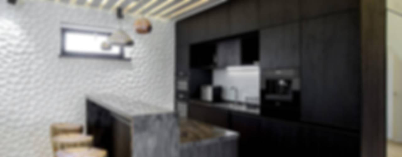 Кухня в загородном доме: Кухни в . Автор – Kerimov Architects, Минимализм