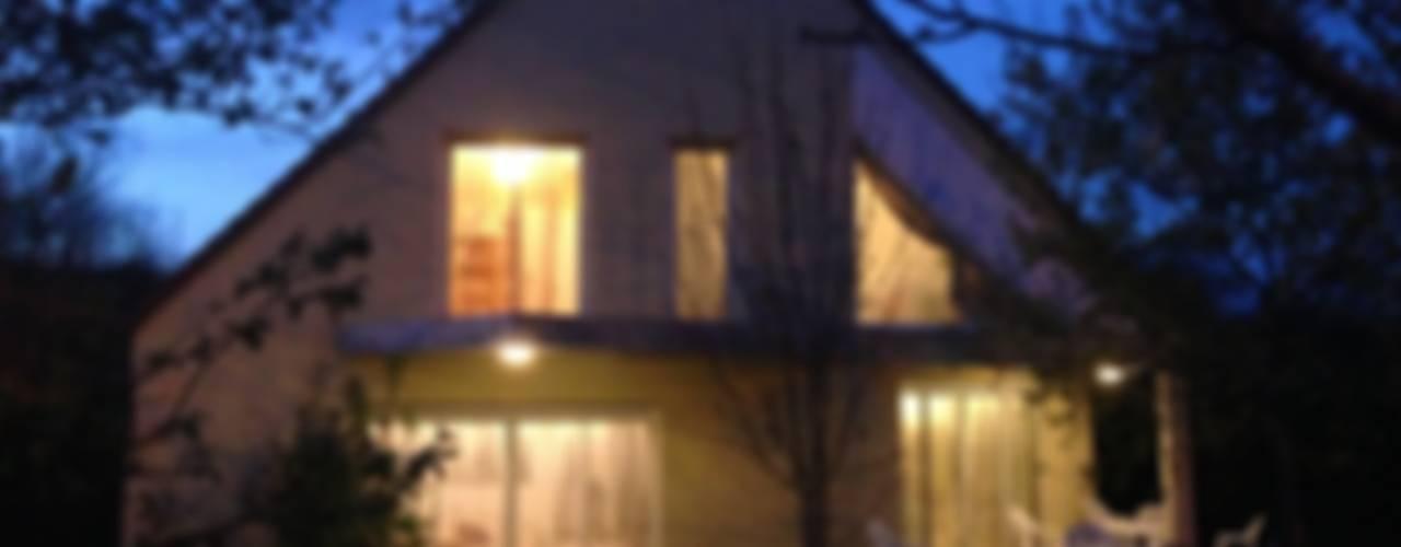 ANA VAJNOVSZKI ARCHITECTE Modern Houses