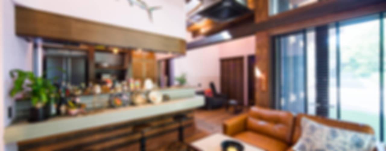 リゾート感溢れるビンテージデコラティブハウス: パパママハウス株式会社が手掛けたです。