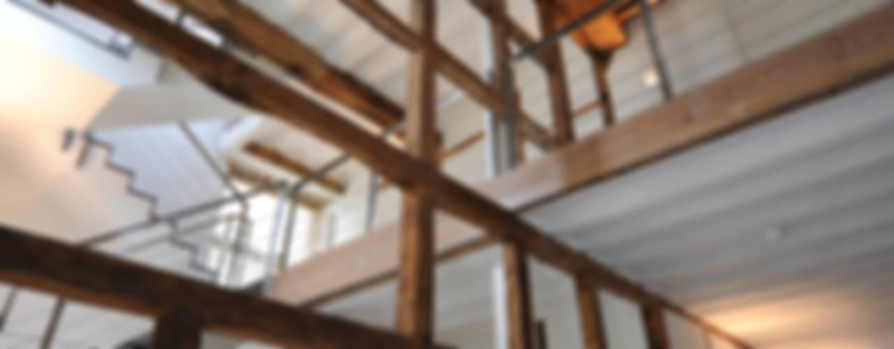 Réalité Couloir, entrée, escaliers modernes par Luc Spits Interiors Moderne