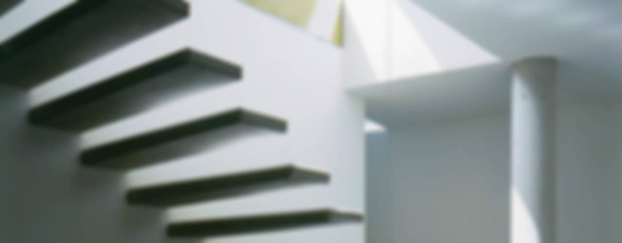 Коридор, прихожая и лестница в модерн стиле от Architekt Daniel Fügenschuh ZT GMBH Модерн