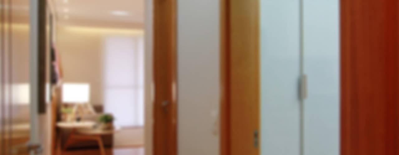 Apartamento Jovem Casal | Campo Grande MS Corredores, halls e escadas ecléticos por Camila Tannous Arquitetura & Interiores Eclético