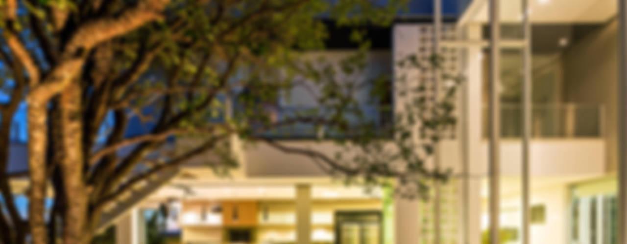 Jardines de estilo  por Raffo Arquitetura