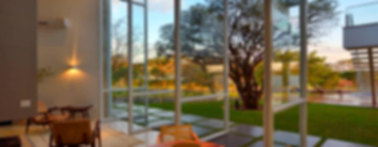 Puertas y ventanas modernas de Raffo Arquitetura Moderno