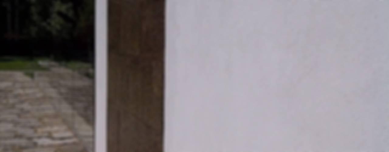PORTO BOAVISTA Puertas y ventanas de estilo minimalista de OKULTUS Minimalista