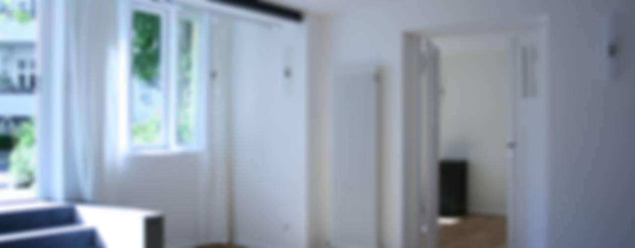 Souterrain-Apartment Moderne Wohnzimmer von DARC Architects // Darmawan Architekten Modern