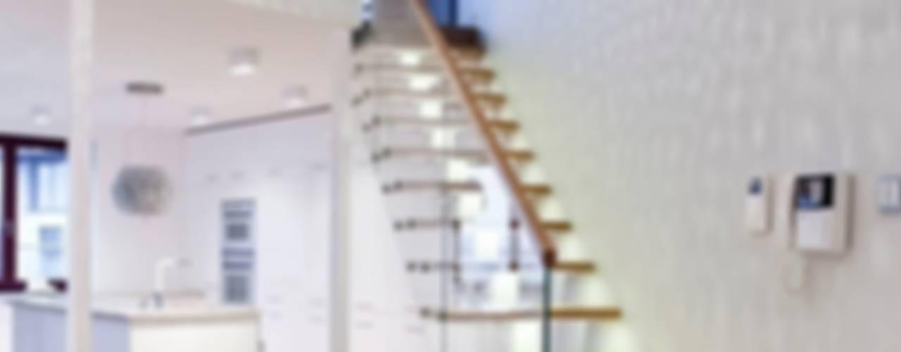 Apartament z widokiem na Wawel Tarna Design Studio Minimalistyczny korytarz, przedpokój i schody