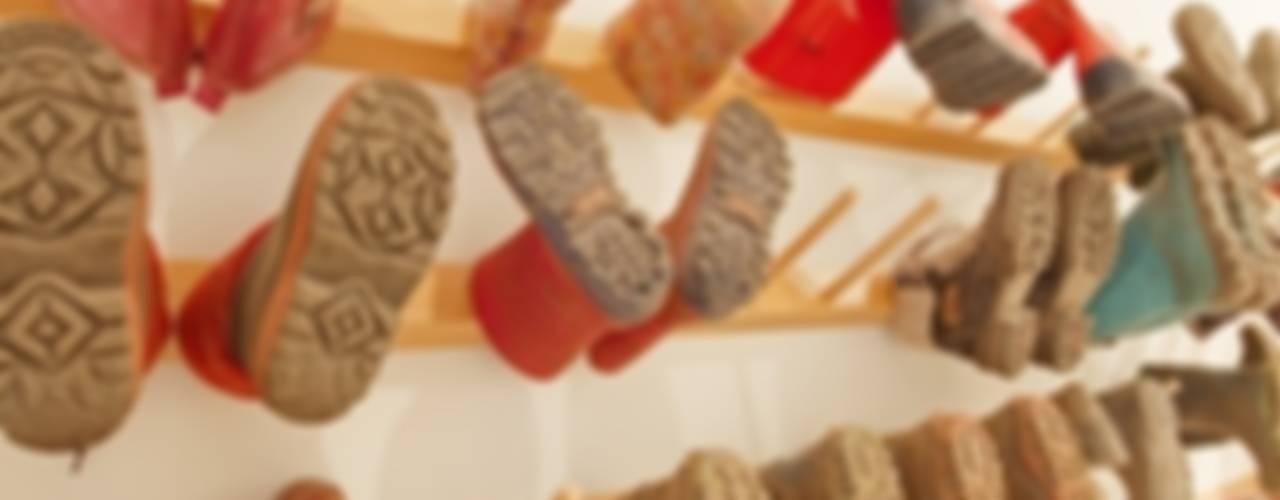 Schuhregal  -  Stiefelpaneele: modern  von de Breuyn Möbel GmbH,Modern