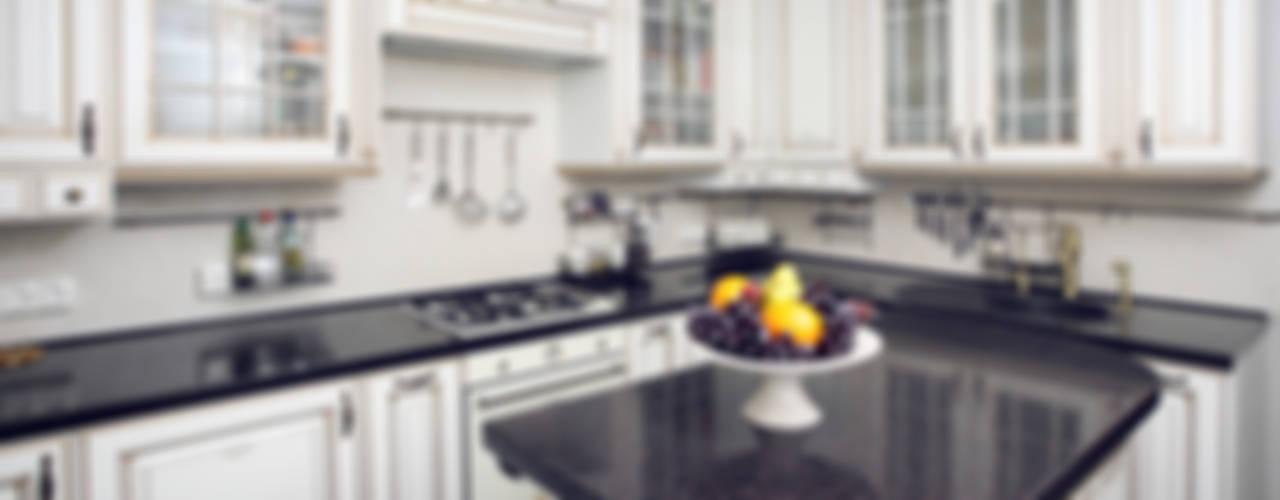 Частный дом в г. Колпино Кухня в классическом стиле от Ivory Studio Классический