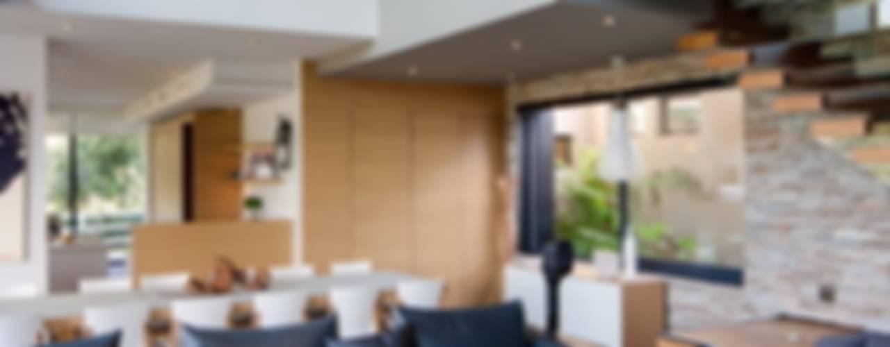 House in Blair Atholl Salones de estilo moderno de Nico Van Der Meulen Architects Moderno