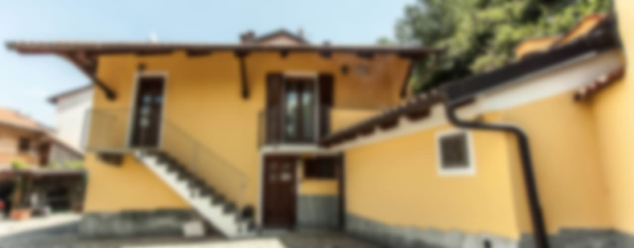 ingresso principale: Case in stile  di UAU un'architettura unica