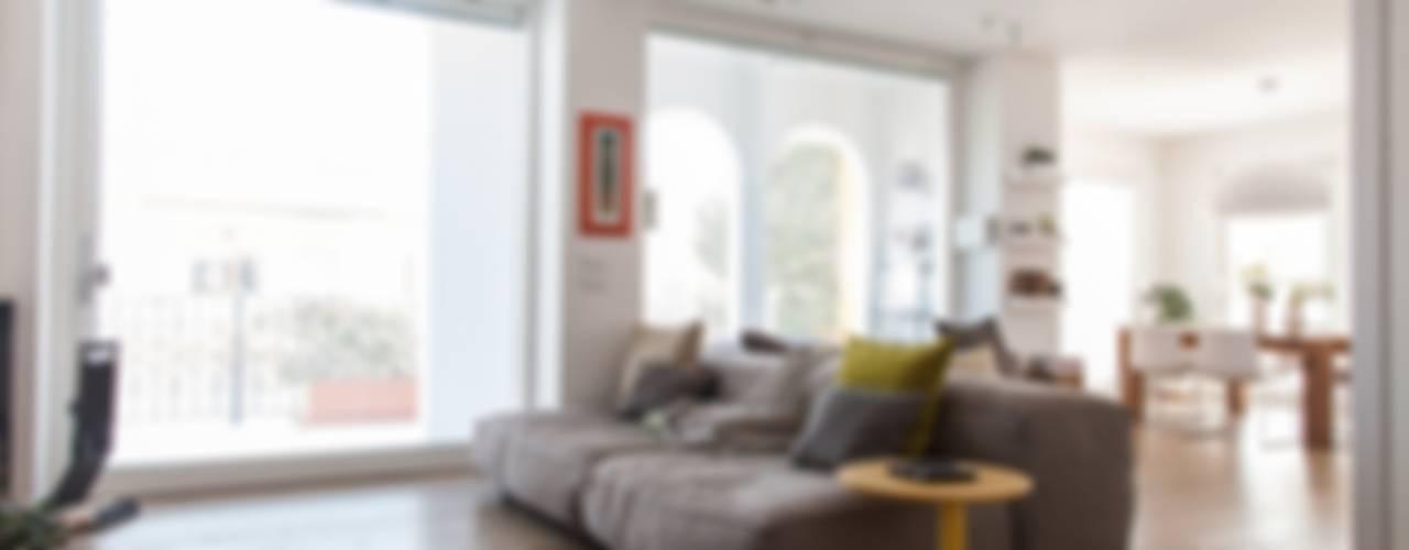 House 090 Soggiorno minimalista di COOLSTOODIO Minimalista