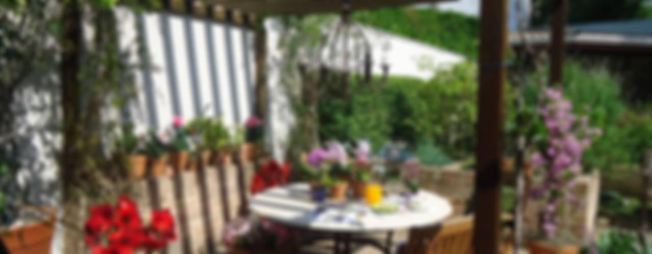 Classic style garden by Línea Paisagismo.Claudia Muñoz Classic