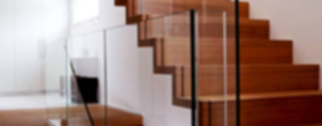EFH Oberwil-Lieli Moderner Flur, Diele & Treppenhaus von Füglistaller Architekten AG Modern