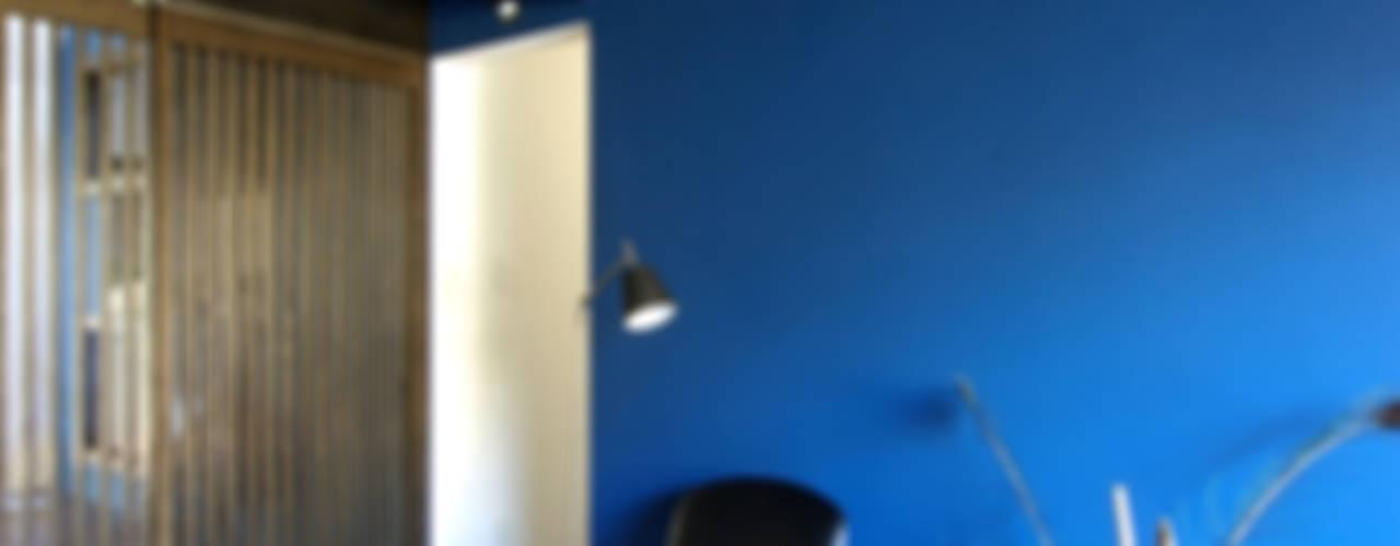 堺市の住宅 / 縁側のある家 モダンな 壁&床 の 一級建築士事務所アールタイプ モダン