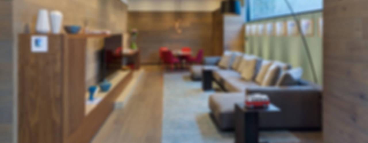 Casa Dalias grupoarquitectura Salas multimedia minimalistas