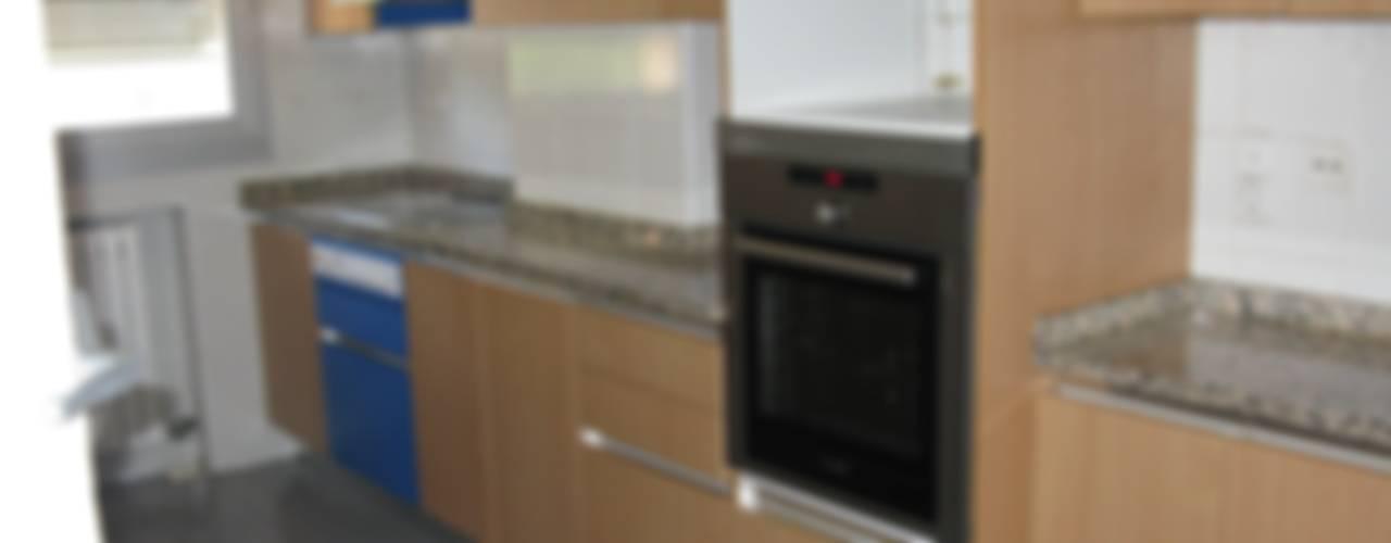Reforma de vivienda en Gomez Laguna Zaragoza:  de estilo  de A54Insitu