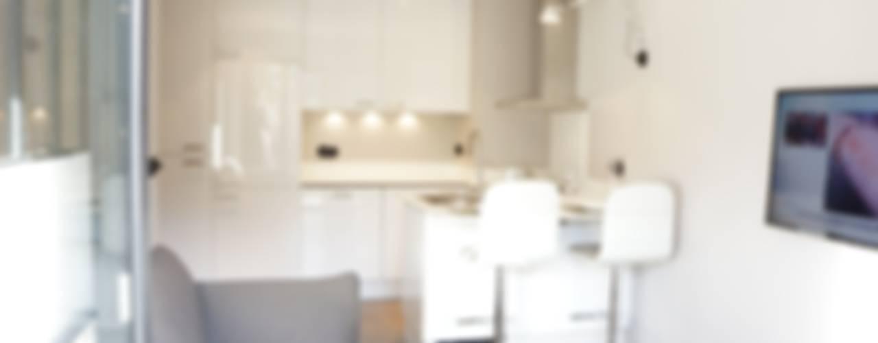 PARIS 17 30m² Cuisine moderne par blackStones Moderne