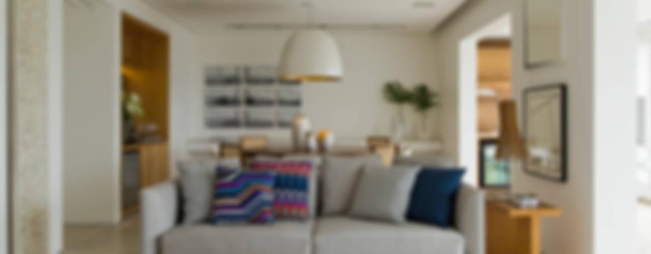 Salas de estar modernas por DIEGO REVOLLO ARQUITETURA S/S LTDA. Moderno