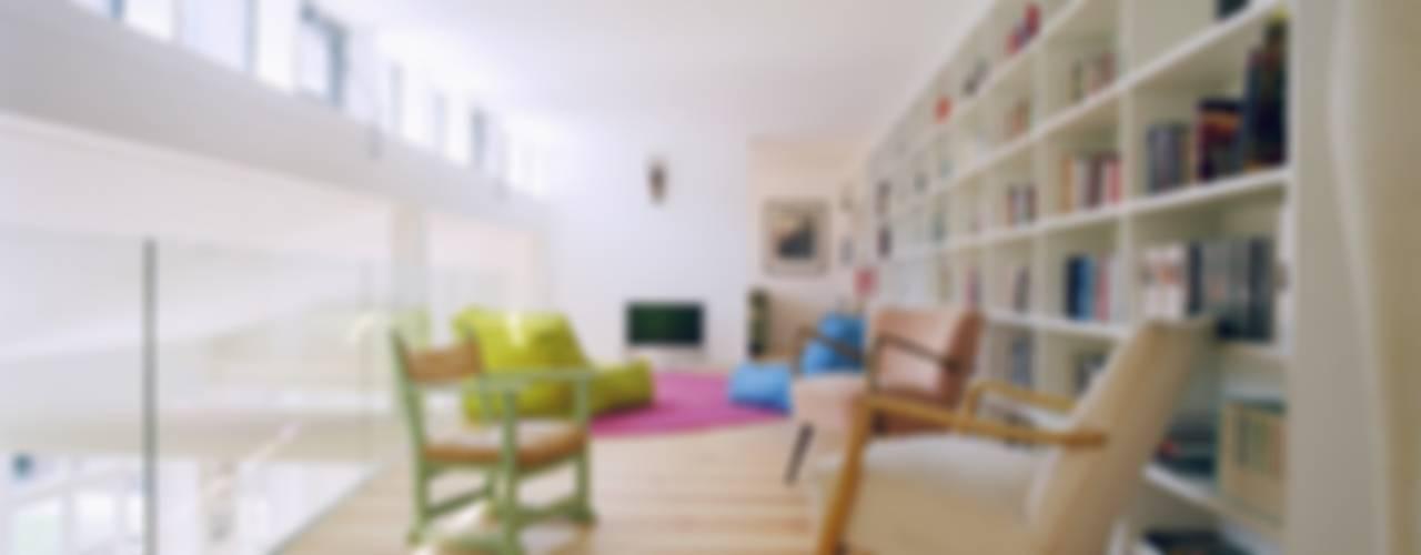 Modern living room by STUDIO HANSEN Modern