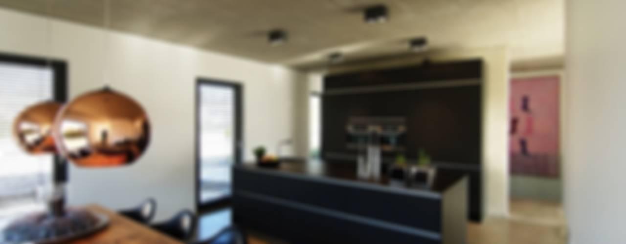 Haus_gra aprikari gmbh & co. kg Moderne Küchen