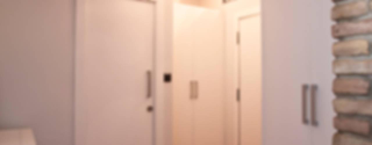 Pasillos, vestíbulos y escaleras de estilo rústico de homify Rústico