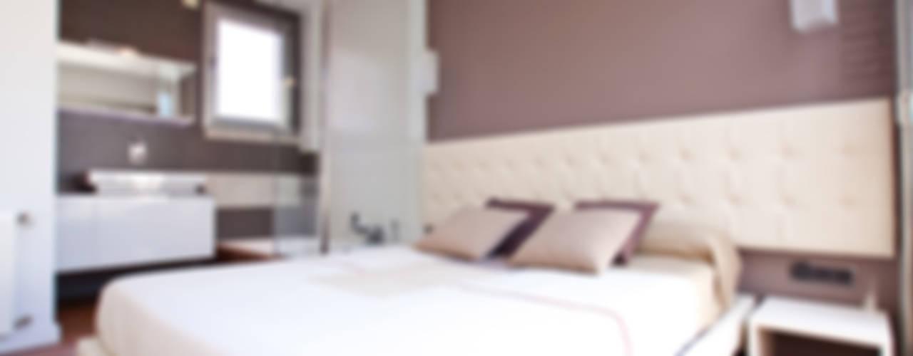 Reformas y decoración en Valencia Dormitorios de estilo moderno de Estatiba construcción, decoración y reformas en Ibiza y Valencia Moderno