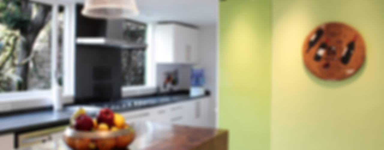 モダンな キッチン の DF ARQUITECTOS モダン
