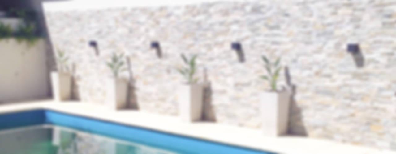 Reciclaje de un jardín con pileta descuidado: Piletas de estilo  por Estudio Nicolas Pierry: Diseño en Arquitectura de Paisajes & Jardines