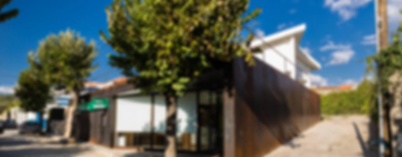 Agência Bancária - Favaios Espaços comerciais minimalistas por Luis Barros Arquitectura Minimalista