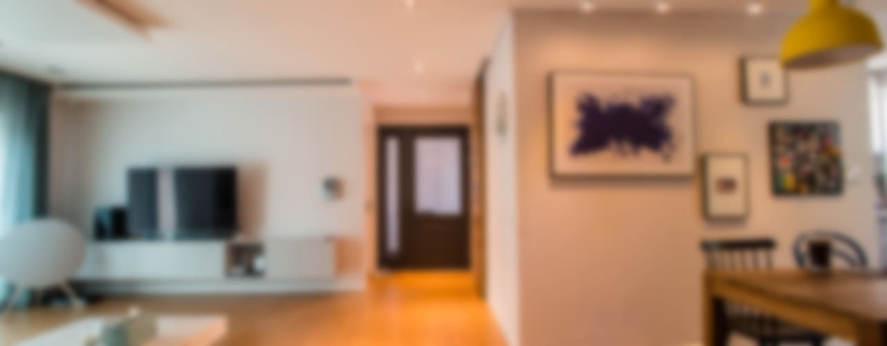 blue house_매혹적인 Blue와 집이 만나다: (주)바오미다의  복도 & 현관