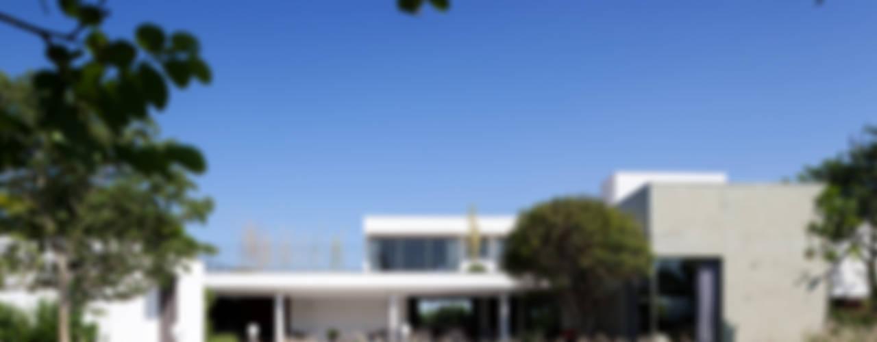 Houses by Consuelo Jorge Arquitetos, Minimalist