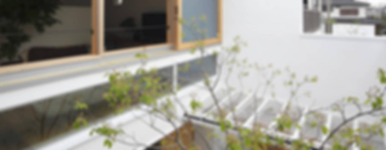 Jardines modernos: Ideas, imágenes y decoración de 樋口章建築アトリエ Moderno