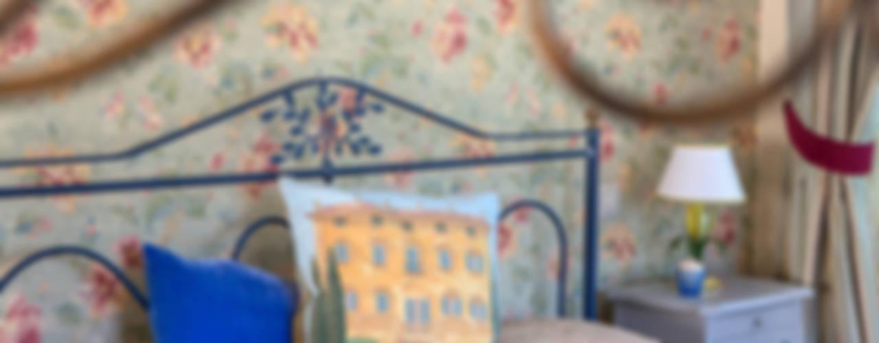 Дом в Голицыно (дизайнеры - Наталия Прохорова-Азбукина и Елена Синицына) Спальня в стиле кантри от Фотограф Анна Киселева Кантри
