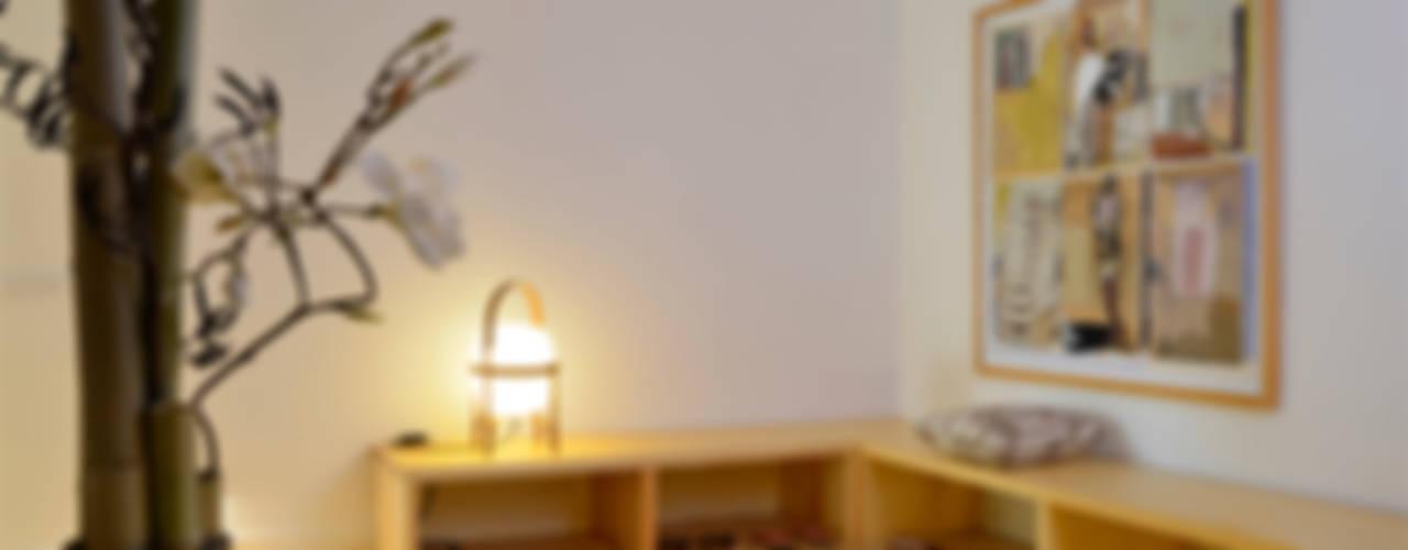 Japón en BCN: diseño y reforma integral de una vivienda en Pedralbes Pasillos, vestíbulos y escaleras de estilo minimalista de Daifuku Designs Minimalista