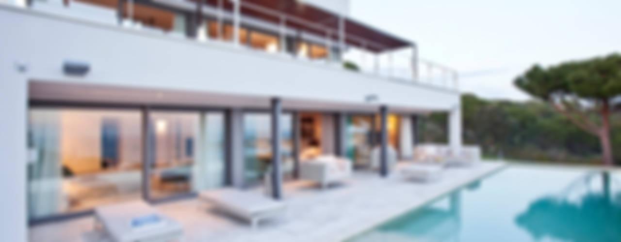 Дом в Сагаро, Испания: Бассейн в . Автор – IND Archdesign