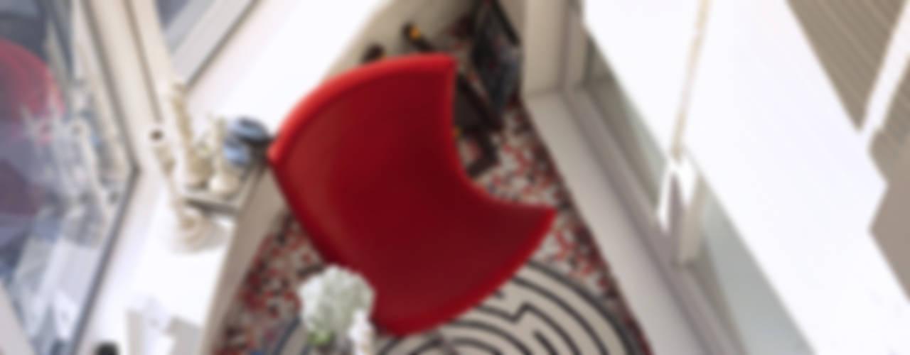 Сочный минимализм Балкон и терраса в стиле минимализм от tatarintsevadesign Минимализм