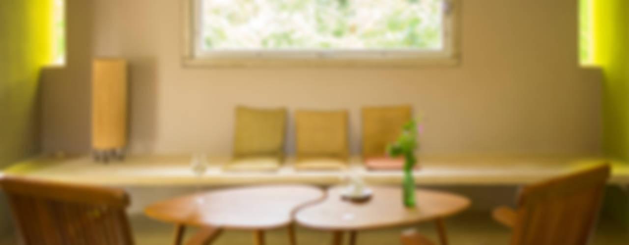 Salas / recibidores de estilo  por TACO Taller de Arquitectura Contextual