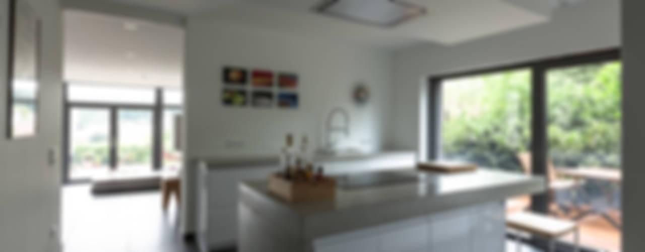 Projekty,  Kuchnia zaprojektowane przez Kohlbecker Gesamtplan GmbH, Nowoczesny
