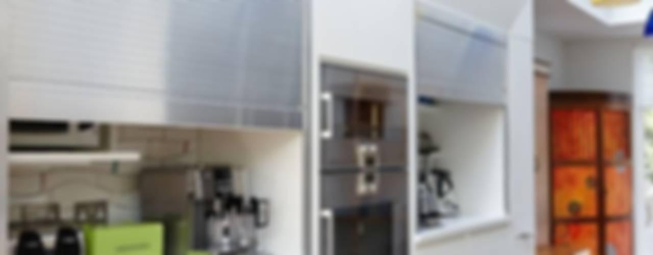 Richmond - A Kitchen in Three Movements Modern kitchen by Johnny Grey Modern