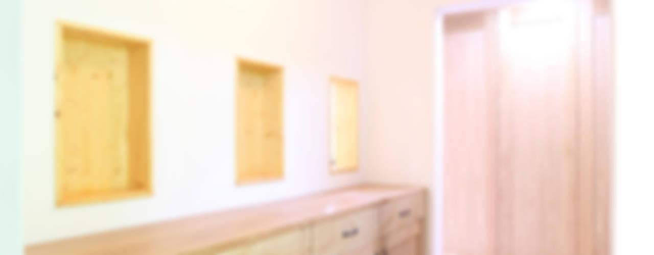 산아래 자리한 한가족의 CASTLE: 주택설계전문 디자인그룹 홈스타일토토의  복도 & 현관