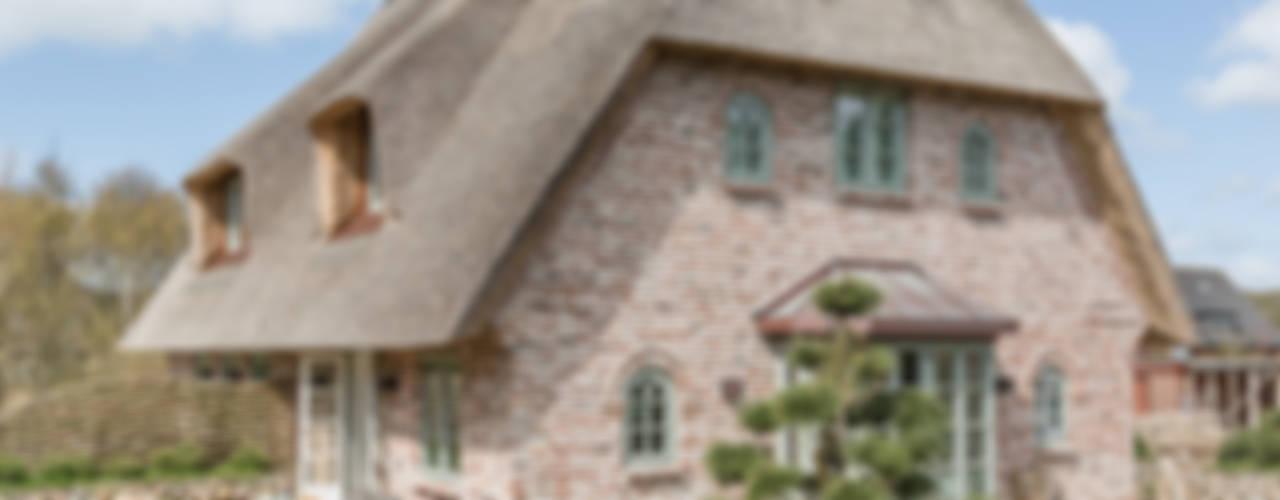 Projekty,  Domy zaprojektowane przez Home Staging Sylt GmbH, Wiejski