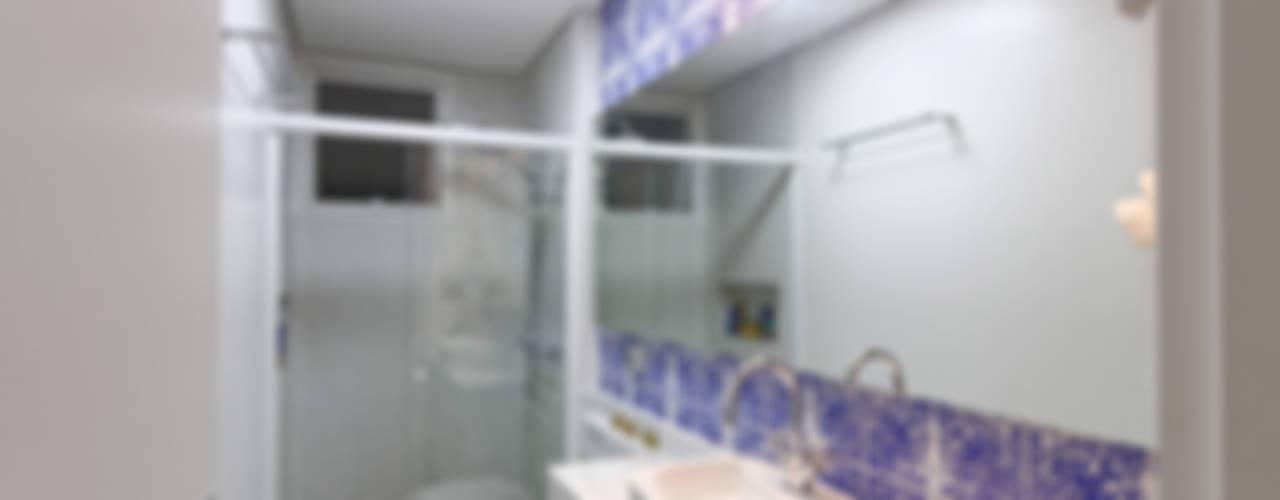Bathroom by Raphael Civille Arquitetura