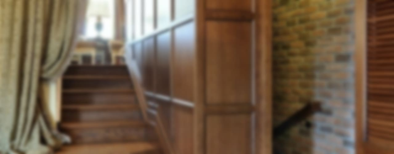 Pasillos, vestíbulos y escaleras coloniales de Меречко Людмила Colonial