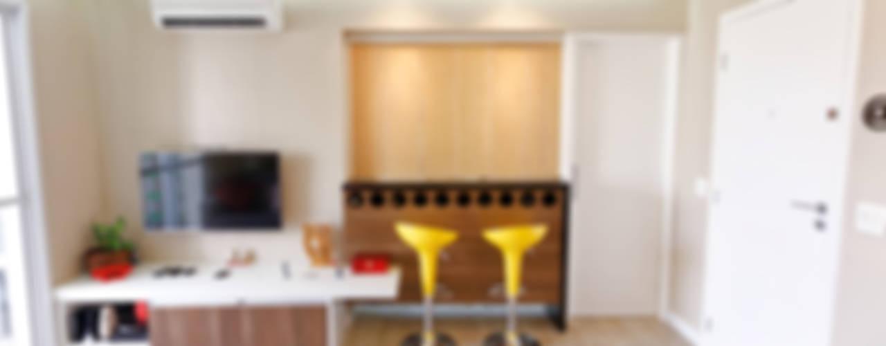 Dining room by Raphael Civille Arquitetura, Minimalist