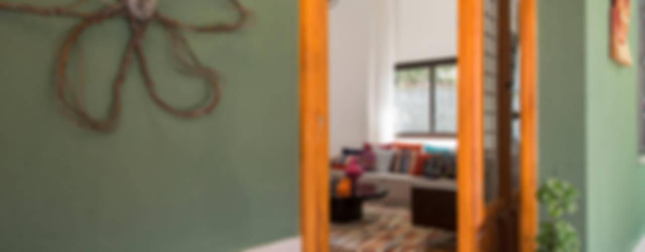 Puertas y ventanas tropicales de Marcos Contrera Arquitetura & Interiores Tropical