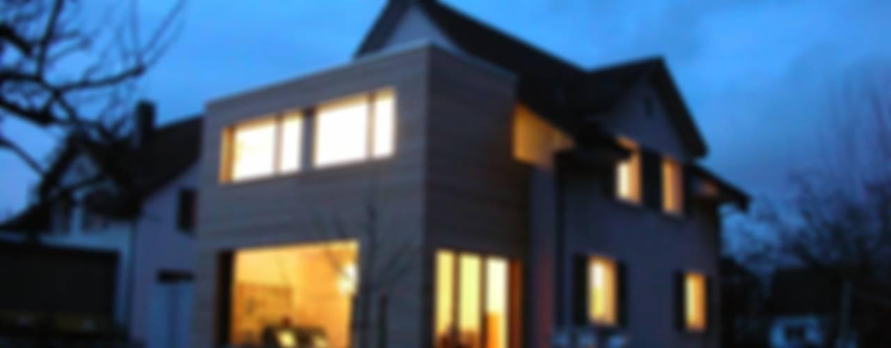 5 Architekten AG: modern tarz Evler